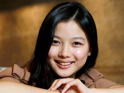 Kim Yoo Jung Tetap Pilih T.O.P Sebagai Pria Idealnya