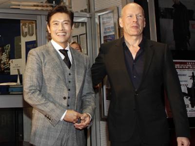 Bruce Willis Puji Akting Lee Byunghun di Film Masquerade