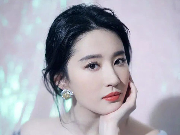 Rahasia Kecantikan Liu Yifei, Pemeran Film Mulan 2020 Mantan Pacar Song Seung Heon