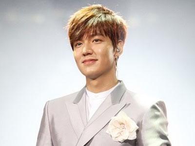 Lee Min Ho Jadi Aktor Korea Pertama yang Hadiri CCTV New Year Gala