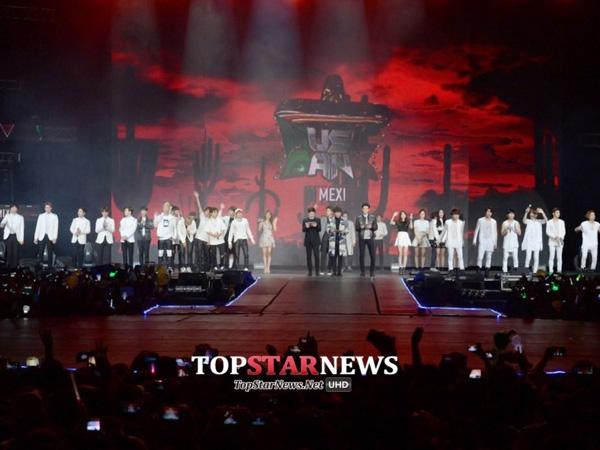 Fans Iseng Lempar Pakaian Dalam, Konser 'Music Bank' Meksiko Sempat Dihentikan!