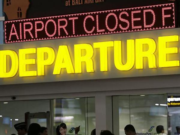 Penutupan Bandara Bali Diperpanjang, Penumpang 'Lari' ke Surabaya