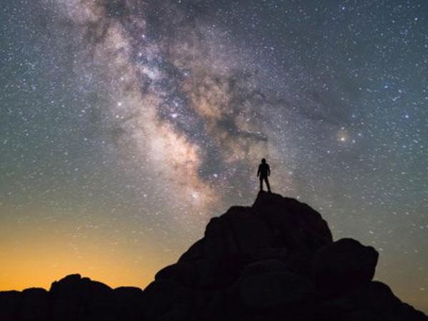 Sederet Teori Konspirasi yang Mempercayai Manusia Bukanlah Makhluk yang Berasal dari Bumi