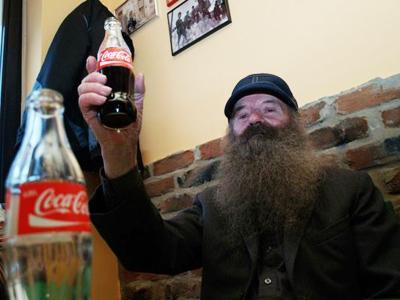 Wah, Pria Ini Hanya Minum Coca-Cola Lebih dari 40 Tahun