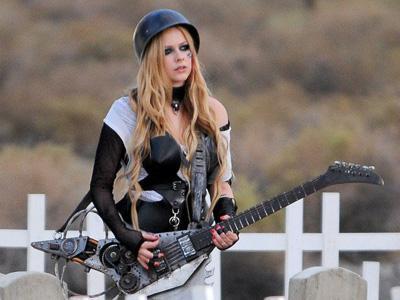 Wah, Avril Lavigne Jadi 'Lesbian' di Video Musik Terbarunya!