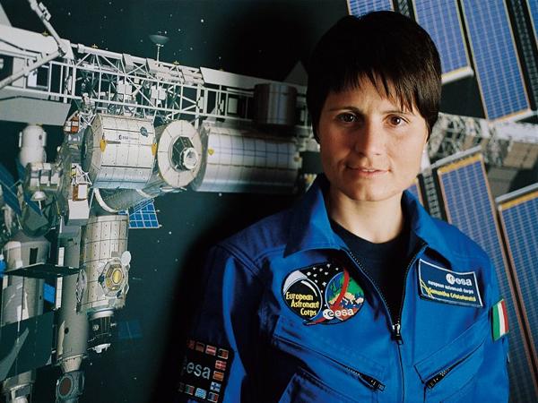 Astronot Wanita Italia Pertama Ini Berhasil Jadi Barista Pertama di Luar Angkasa