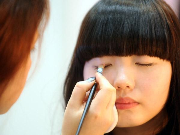 Makeup Hingga Oplas, Orang Tua Korea Makin Banyak Lakukan Perawatan Kulit untuk Anak