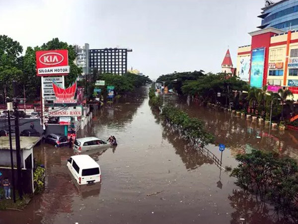 Jalan Pasteur Bandung Banjir Bak Sungai, Ini Respon Ridwan Kamil