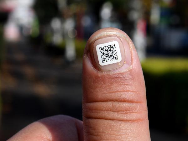 Agar Mudah Dilacak, Lansia di Negara Ini Akan Dipasangi Barcode