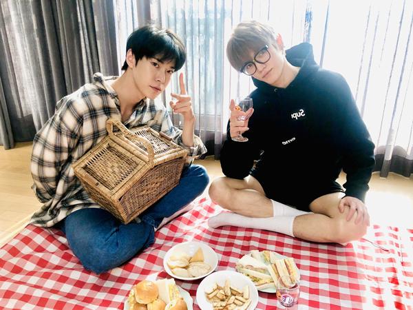 Bosan #StayatHome? Yuk Cobain Piknik #dirumahaja Ala Taeyong dan Doyoung NCT