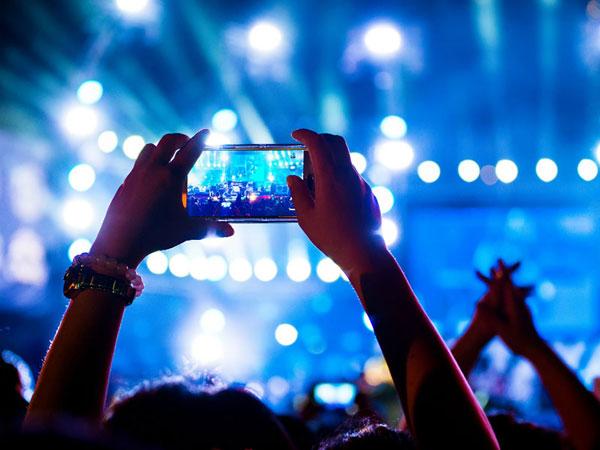 Tips Gampang Mengambil Foto yang Bagus Saat Konser dengan Smartphone
