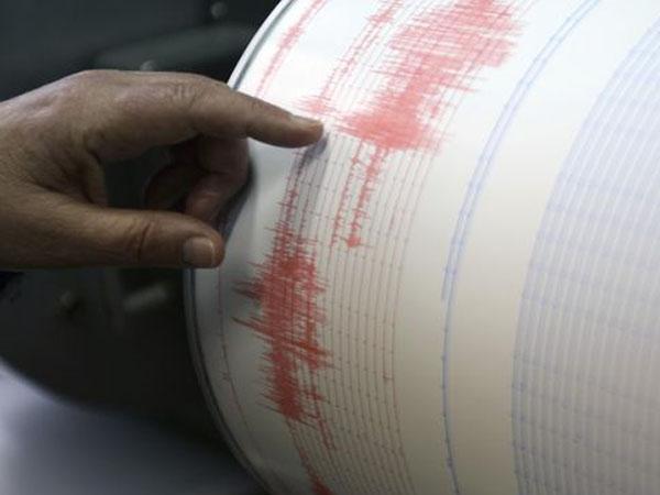 Gempa 6,5 SR di Guncang Sumatera Barat, Warga Panik dan Berhamburan Keluar Rumah
