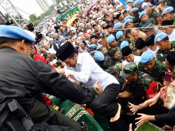 Trik Paspampres Agar Presiden Jokowi Tak 'Tersentuh' Massa Aksi Demo 212