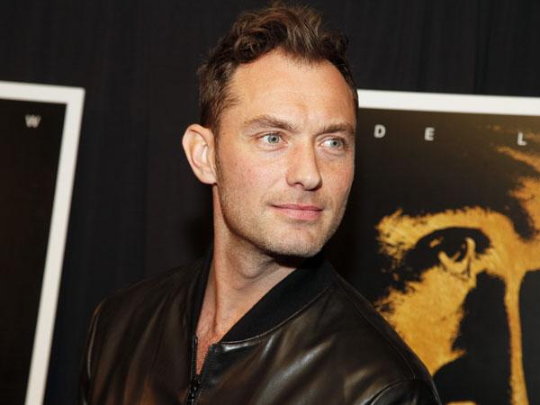 Resmi  Masuk Jadi 'Member', Jude Law Terlihat di Lokasi Syuting 'Captain Marvel'!