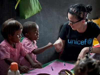 Peduli Anak-anak Miskin, Katy Perry Ikut UNICEF ke Madagaskar