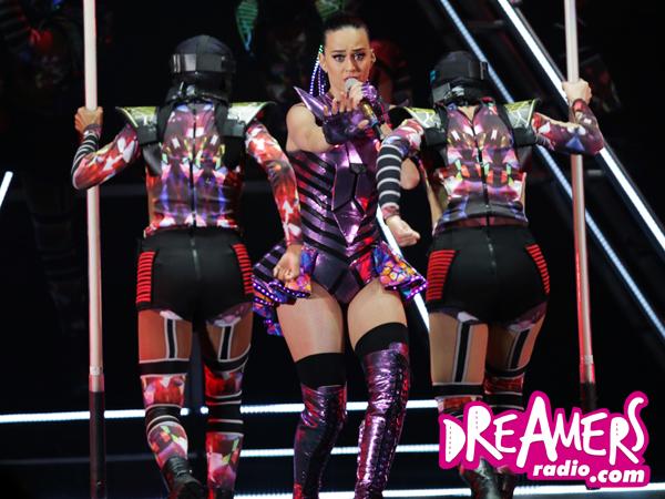 Katy Perry 'Marahi' Penonton Saat Belajar Bahasa Indonesia di Konsernya di Jakarta!