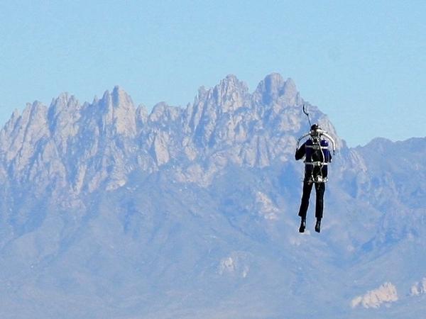 Kedua Kalinya, Manusia Terbang Terlihat di Langit Los Angeles