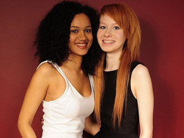 Dilahirkan Kembar, Dua Gadis Ini Terlihat Jauh Berbeda!
