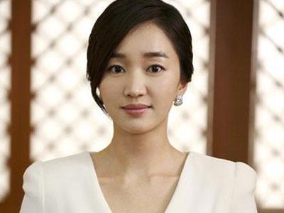 Soo Ae: Banyak Di Bantu Kwon Sang Woo Saat Berakting Dalam Queen Of Ambition