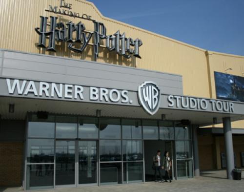 Bintang Harry Potter Resmikan Studio Sihir