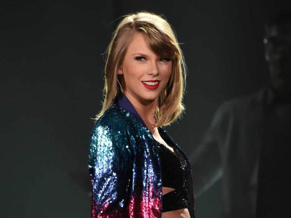 Aksi Taylor Swift di Panggung Ini Sukses Buat Penggemarnya Cemburu!