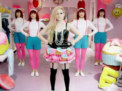 Duh, MV 'Hello Kitty' Avril Lavigne Dianggap 'Sampah' oleh Media Amerika?