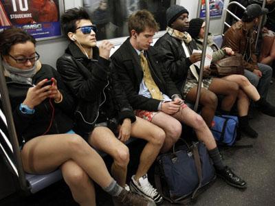 Ribuan Penumpang Subway di Dunia Ikuti Gerakan �Hari Tanpa Celana�