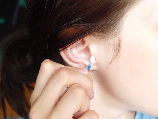 Inilah Alasan Untuk Berhenti Terlalu Sering Membersihkan Telinga