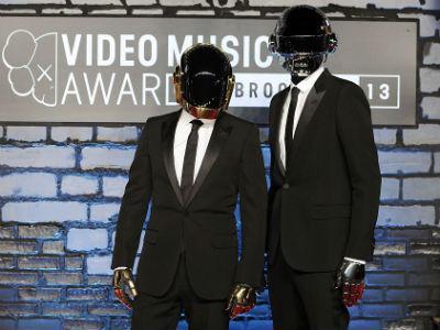 Lagu 'Get Lucky' Daft Punk Jadi 'Song of the Year' Versi iTunes!