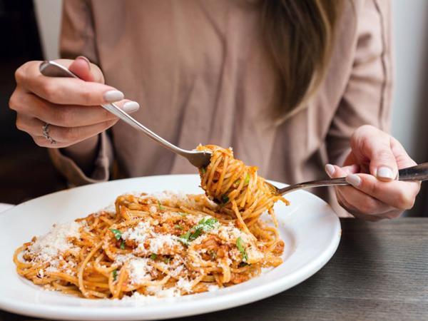 Merasa Ingin Makan Padahal Sudah Kenyang? Mungkin Kamu Mengidap Penyakit Kronis Ini!