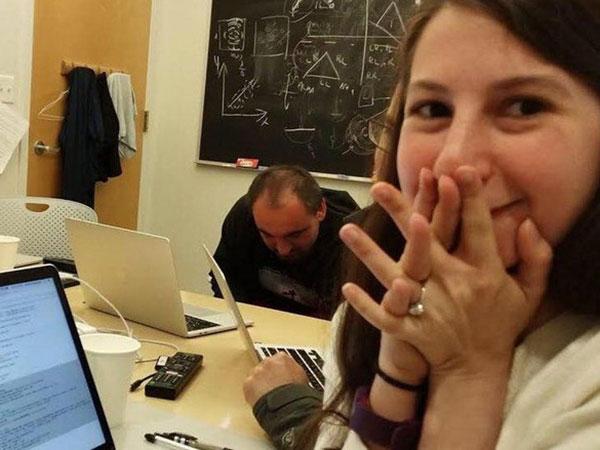 Sosok Katie Bowman, Ilmuwan Wanita yang Berhasil Mengabadikan Foto Lubang Hitam Pertama di Dunia