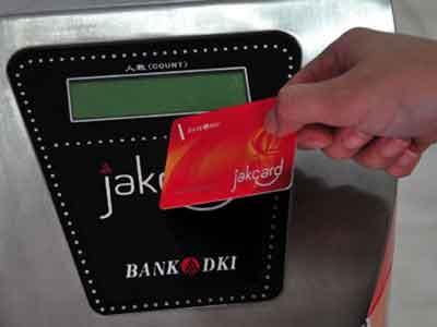 100 Hari, Jokowi Luncurkan E-Tiket Transjakarta