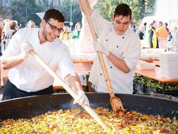 Selain Gratis, Festival Makanan Ini Gunakan Bahan Makanan Sisa