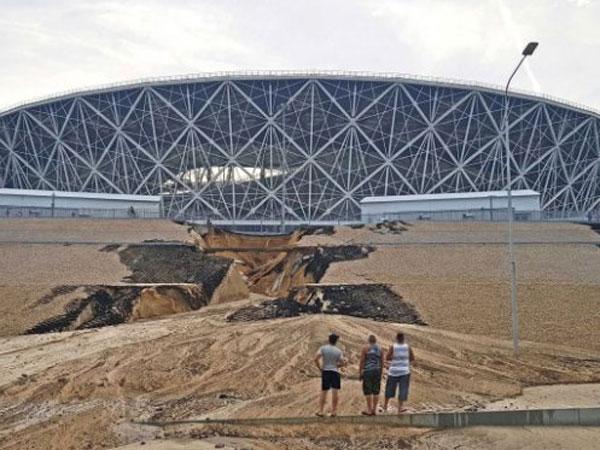 Duh, Salah Satu Stadion untuk Piala Dunia 2018 Kemarin Ini Longsor!