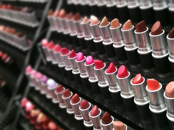 Ini 3 Warna Lipstik yang Wajib Dimiliki Wanita