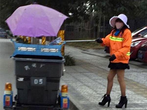 Tampil Stylish, Wanita Petugas Kebersihan Pinggir Jalan Ini Curi Perhatian