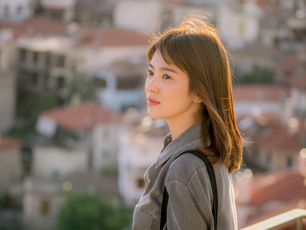 Posting Foto Di Balik Layar, Song Hye Kyo Belum Bisa Move On dari 'Descendants of the Sun'?