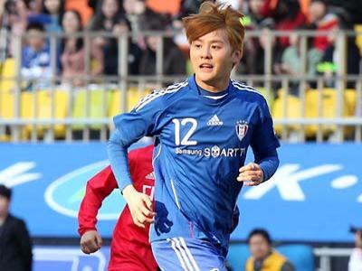 Demi Park Ji-Sung, Xiah Junsu Nekat Main Sepakbola