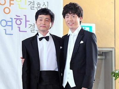 Sutradara Kim Jo Kwang Soo Rilis Foto Pernikahan dengan Pasangan Sesama Jenisnya
