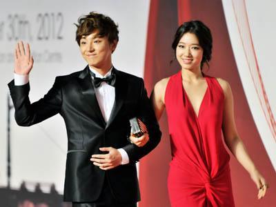 Park Shin Hye Ungkap Bahwa Yoon Shi Yoon Sebagai Pria Idamannya