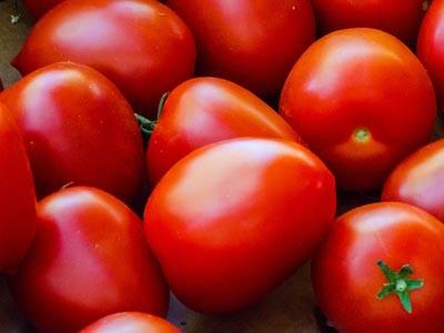 Buat Bibir dan Pipi Merah Alami Dengan Tomat!