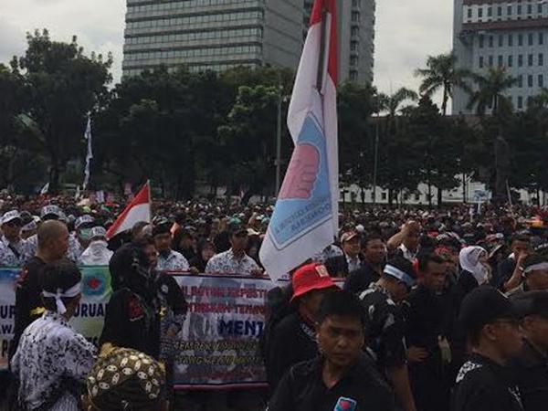 Tuntut Diangkat Jadi PNS Oleh Jokowi, Ribuan Honorer Long March ke Istana Hari Ini
