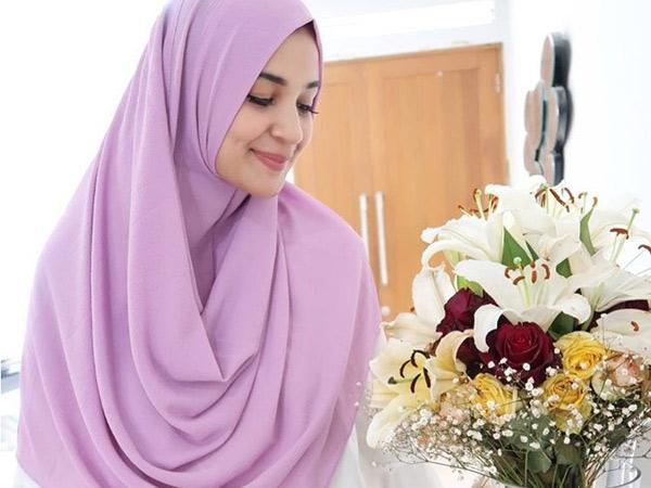 Mau Mulai Kenakan Hijab Syari? Yuk Perhatikan Tips dan Trik Ini!