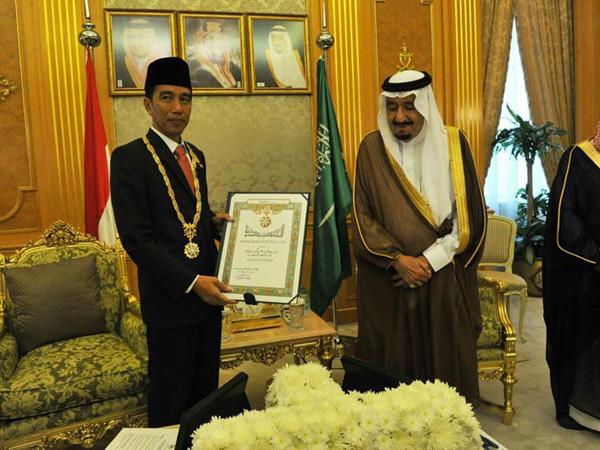 Terima Penghargaan Tertinggi dari Arab Saudi, Jokowi Setara dengan Obama?