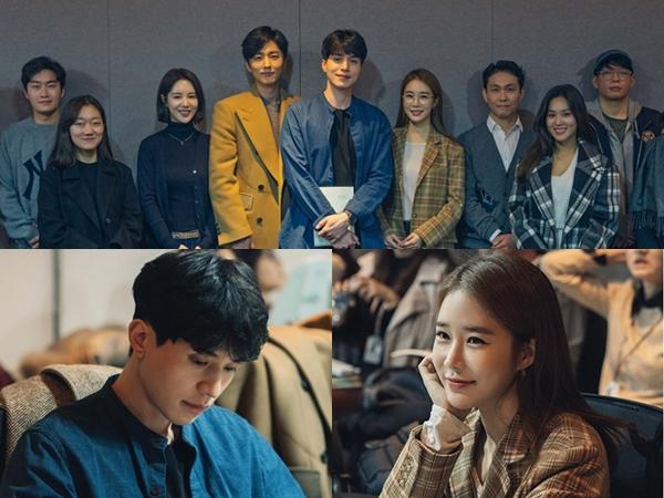Lee Dong Wook dan Yoo In Na Tebar Senyuman Manis di Diskusi Naskah Drama Reuni 'Touch Your Heart'