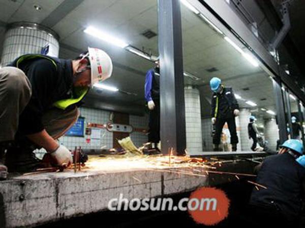 Sering Kecelakaan di Subway, Pemerintah Korea Habiskan Ratusan Milyar Untuk Fasilitas Ini