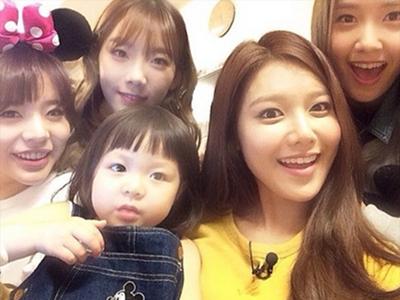 Lucunya Saat Girls' Generation Ambil Hati Si Imut Chu Sarang