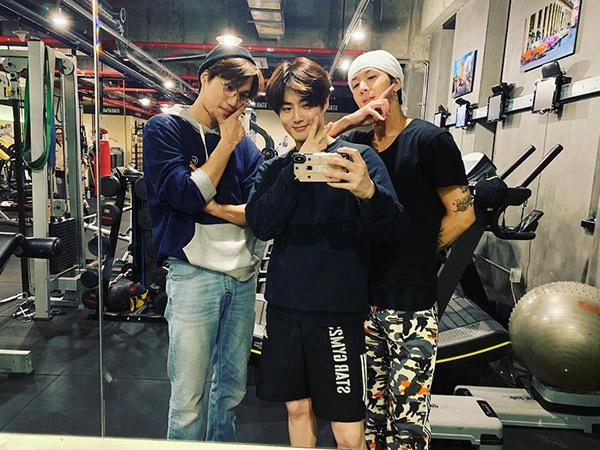 Begini Jadinya Saat Tiga Idola K-Pop Ganteng Nge-Gym Bareng