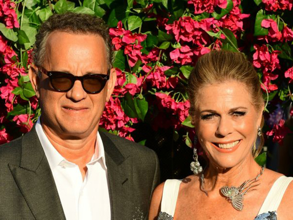 Pamer Paspor, Tom Hanks dan Istri Resmi Jadi Warga Yunani