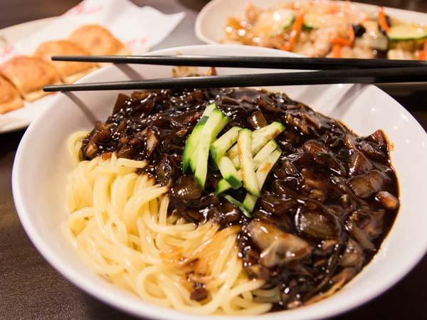 Penggemar Kuliner Korea, Yuk Coba Resep Jajangmyeon Yang Mudah Ini